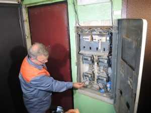 Розетка не работает, а свет есть – причины неисправности и решение проблемы: что делать, если в одной комнате перестала работать розетка или в кухне она работает, а в комнате нет