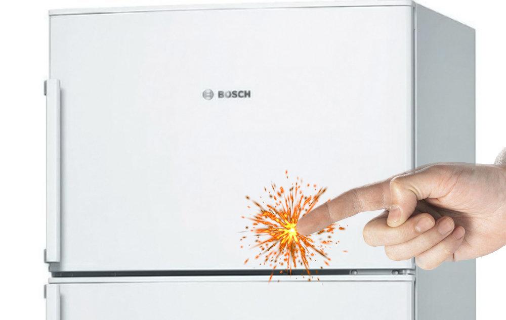 Ощущается ток при касании к металлическим частям холодильника. причины и что делать?